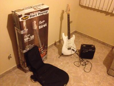 squier-paquete-guitarra-ampli-funda-stand-impecable_MLM-F-2944576723_072012.jpg