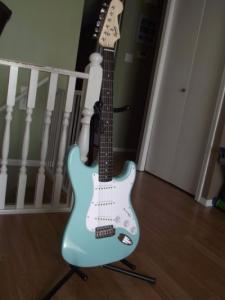 squier-bullet-by-fender-stratocaster-impecable-daphne-blue-264101-MLA20269184803_032015-F.jpg
