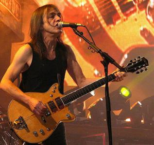 495px-MalcolmYoung.jpg