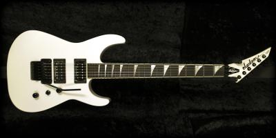 jackson-usa-custom-shop-sl2ht-snow-white-xlg.jpg