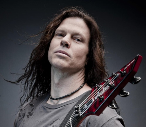 Chris Broderick interpretando
