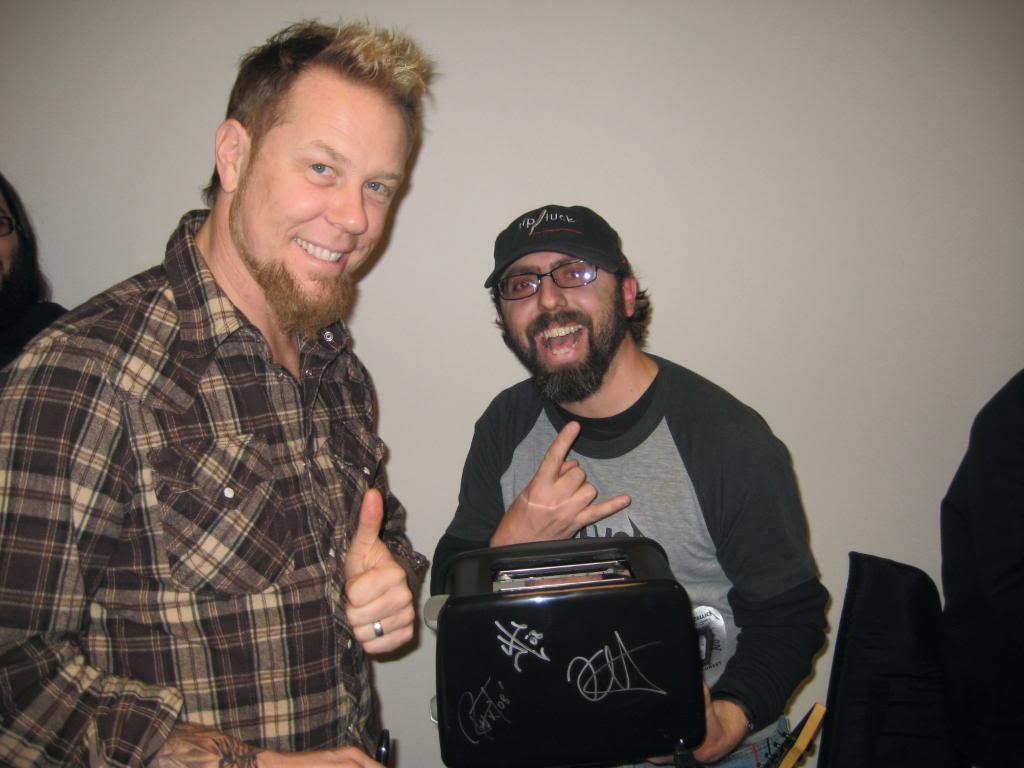 Metallica confirma fechas en espaa en 2018 guitarristasfo algunos piden que les firmen la guitarra este seor prefiri que le firmasen una tostadora ms informacin metallica m4hsunfo