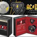 Celebran el 45 aniversario de AC/DC con monedas sometidas a descargas de rayos y con forma de púa