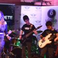 Bajo los focos: los jóvenes talentos de una escuela de rock