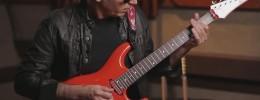 Joe Satriani muestra las pastillas DiMarzio Satch Track y Mo'