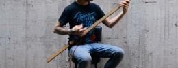 Construcción de un D-Djentstick: un palo con dos cuerdas y piezas de lego para tocar djent