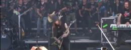 Alexi Laiho toca junto a 100 guitarristas sobre el escenario
