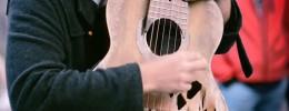 """Tom Ward, el músico de la """"guitarra rota"""""""