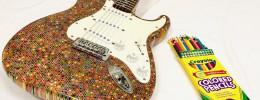 El cuerpo de esta Stratocaster está hecho con 1.200 lápices de colores