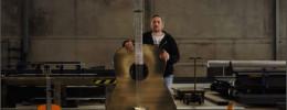 Una guitarra heavy metal en sentido literal: de acero inoxidable, más de 2 metros y 57 kilos