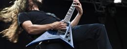 El guitarrista de Gojira se quema la cara en un concierto y sigue tocando