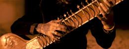 El músico Rishabh Seen tocando tapping con sitar en el álbum de debut de Sitar Metal
