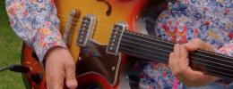 Valorada en 400.000 libras una guitarra fretless que perteneció a John Lennon y George Harrison