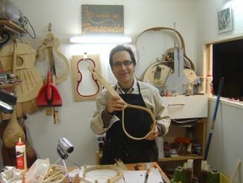 El aprendiz de luthier: presentación del curso y entrevista a Frasco