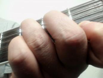 Cómo formar acordes con la guitarra, parte II: las tríadas