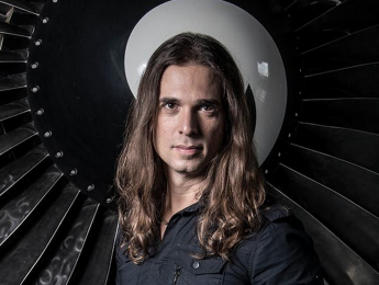 Kiko Loureiro es el nuevo guitarrista de Megadeth