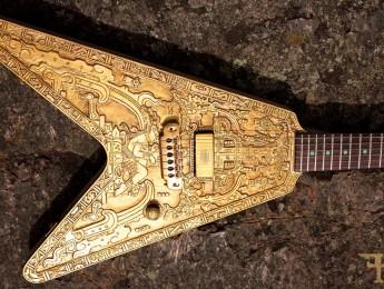 Hutchinson Mayan V, un trabajo de encargo para el luthier inglés