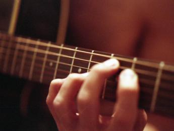Cómo formar acordes con la guitarra, parte IV: acordes de novena
