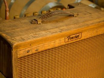 Nueva serie de Fender Blues Junior hechos de viejas barricas de whiskey