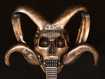 Proceso de construcción de la Cynosure RAM Guitar