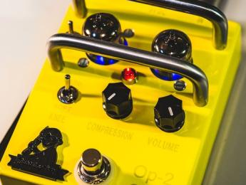 Op-2 Comp, un pedal compresor a válvulas de Lightning Boy Audio