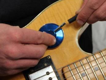 Noggin Rockers, un estetoscopio para escuchar tu guitarra