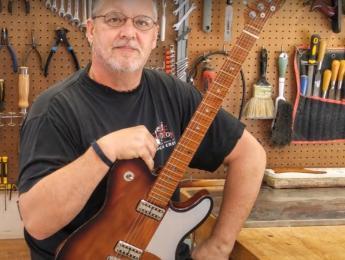 La nueva guitarra de John Oates, su construcción paso a paso