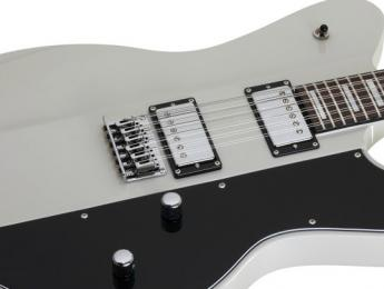 Schecter UltraCure XII, una 12 cuerdas Signature de Robert Smith