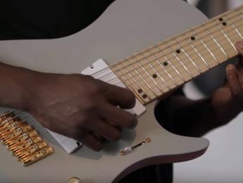 Tosin Abasi muestra el prototipo de su nueva guitarra