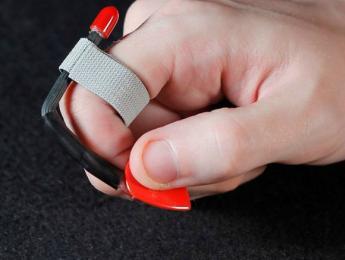 Pick Slinger, una púa combinada con un anillo