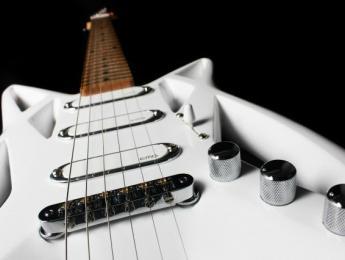 Eagle, una guitarra de diseño ergonómico y con bajo peso