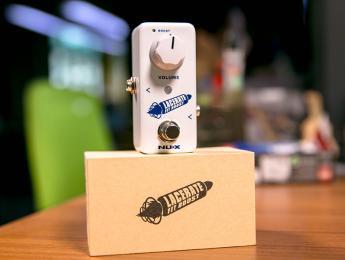 Nux Atlantic y Lacerate Fet Boost, un pedal de delay y reverb combinados y un booster