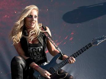 Ibanez JIVA10, la guitarra signature de Nita Strauss