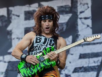 TC Electronic y Satchel, guitarrista de Steel Panther, acusados de sexistas por un TonePrint