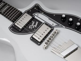 Supro lanza una réplica de la Dual Tone con puente fijo usada por David Bowie