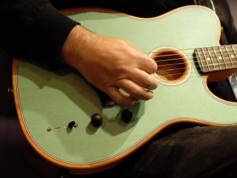 Demo de Fender American Acoustasonic Telecaster, la polémica guitarra híbrida