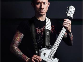 Matt Heafy de Trivium tiene una nueva correa doble ergonómica para la guitarra ¿La usarías?