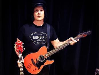 Jack White consigue la primera Acoustasonic signature de la Fender Custom Shop