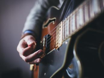 ¿Qué cualidades importan al elegir cuerdas de guitarra?