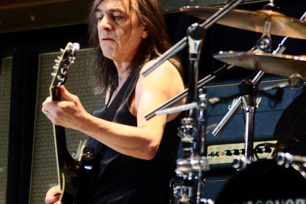 Malcom Young, cofundador y guitarrista de AC/DC, fallece a los 64 años