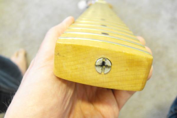 ¿Qué es el radio del diapasón de una guitarra?