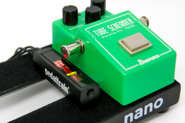 Pedaltrain SST, un afinador minimalista diseñado para ahorrar espacio en tu pedalera