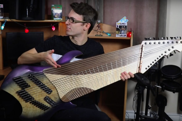 La guitarra de 20 cuerdas del youtuber Steve T