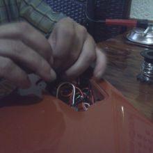 Reparación de jack hembra y revisión de electrónica por mi padre. ¡Y la birra fresquita que no falte!