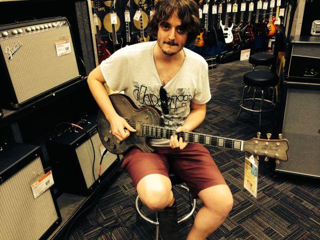 Con una James Trussart en el Guitar Center (Manhattan)